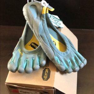 Vibram 5fingers shoes never worn